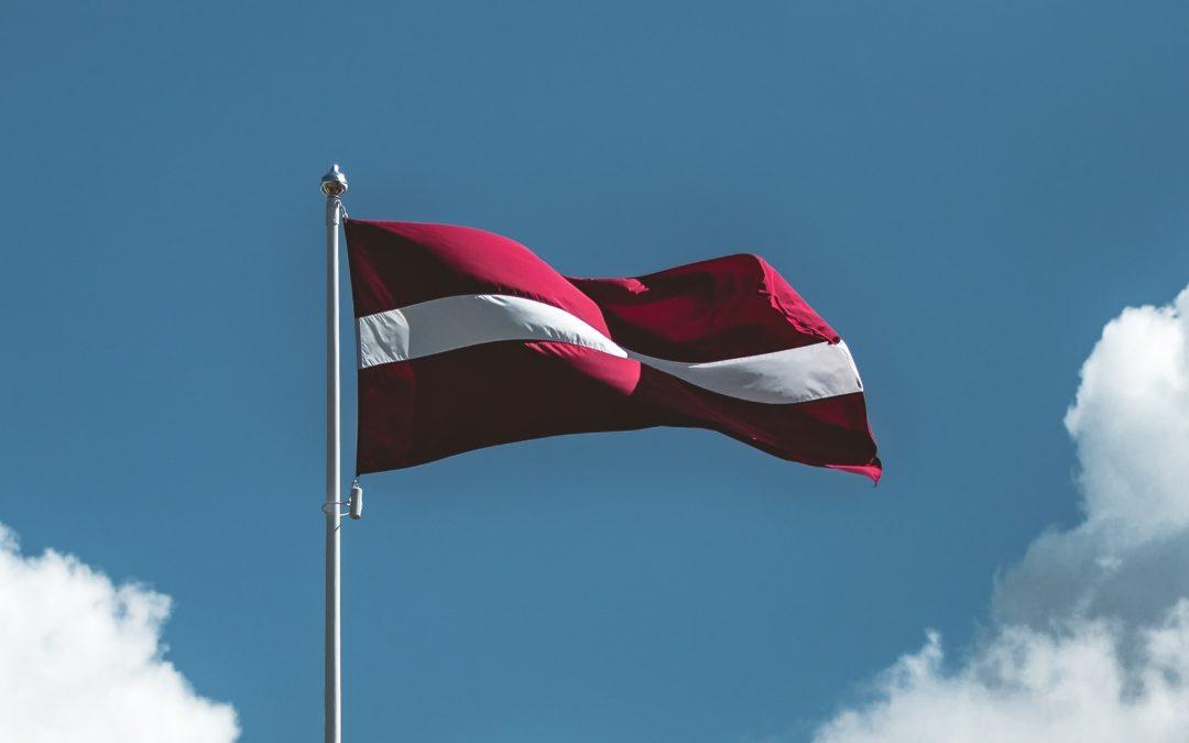 """Начиная с сегодняшнего дня на портале parlatviju.lv появилась возможность проголосовать за """"Письмо благодарности руководителям Латвийского государства""""."""